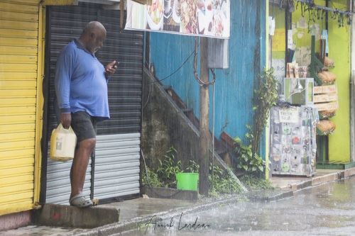 Derrière le rideau de pluie