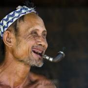 Portrait d'homme Môn fumant la pipe