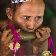 Portrait d'homme Môn soufflant dans une corne