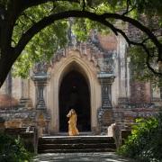 Bagan: A la sortie d'une pagode