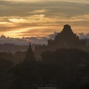 Bagan: Coucher de soleil sur les pagodes
