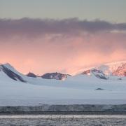 Paysage côtier au coucher de soleil