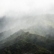 Paysage de montagne sous la pluie
