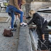 Un petit coup de main pour passer la cloture, Copenhague