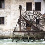 Ancienne roue de moulin  à Ornans