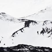 Graphisme de sable noir et neige