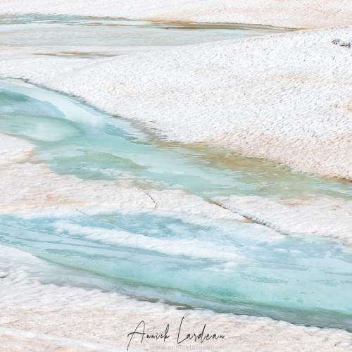 Lac Giaset en phase de dégel, Savoie