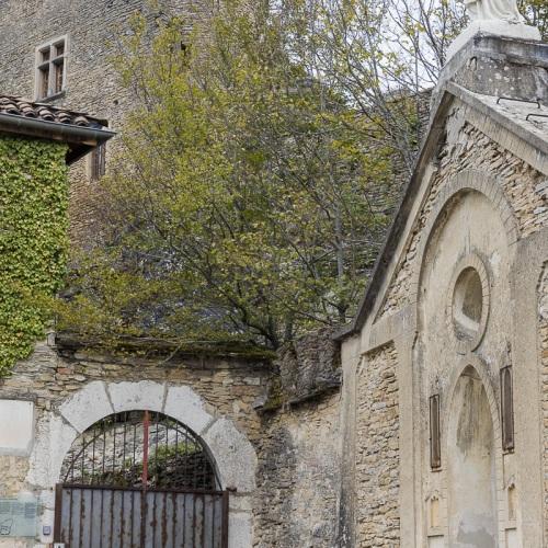Cité médiévale de Crémieu: Château Delphinal et basilique Notre Dame de la Salette
