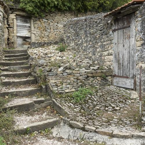 Cité médiévale de Crémieu: Accès au château Delphinal