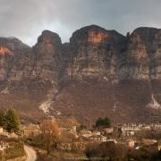 Coucher de soleil sur Papingo et les montagnes environnantes
