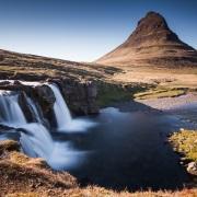 Cascade et montagne de Kirjufell, Péninsule de Snæfellsnes