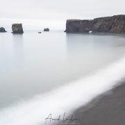 plage de sable noir sur la péninsule de Dyrhólaey