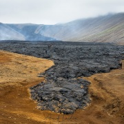 Volcan  Geldingadalir: champ de lave partiellement refroidie