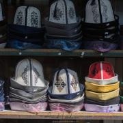 Stand de chapeaux traditionnels kirghizes