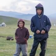 Plateau de Son Kul: enfants nomades