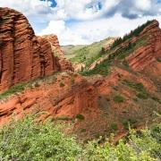 Vallée de Jeti Oguz et ses formations rocheuses rouges