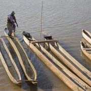 Piroguier sur le fleuve Manambolo