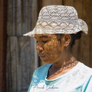 Portrait de jeune femme avec masque de Masonjoany