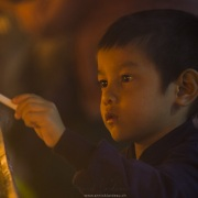 Activité religieuse devant le Rocher d'or