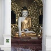 Yangon: Bouddha à l'intérieur de la pagode de Shwedagon