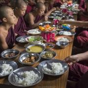 Repas des jeunes moines