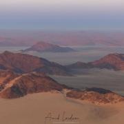 Vol en montgolfière au-dessus du désert