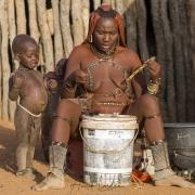Scène de vie dans un village Himba