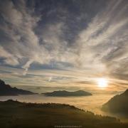 Coucher de soleil et mer de brouillard