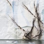 Graphisme sur le front de la calotte de glace sur l'ile du Nord-Est