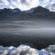 Grisons: Brume matinale et reflets dans le lac du col de la Fluela
